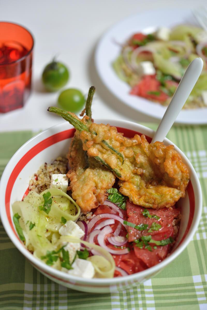 Salade de quinoa et beignets aux fleurs de courgettes - Beignets de fleurs de courgettes ...
